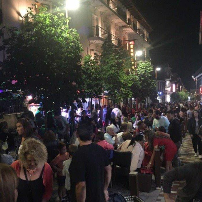 Φρενίτιδα για τον Αντετοκούμπο σε street πάρτι στο Καρπενήσι! - εικόνα 4