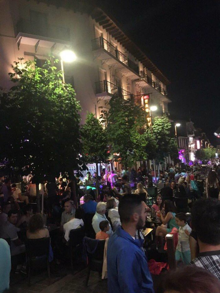 Φρενίτιδα για τον Αντετοκούμπο σε street πάρτι στο Καρπενήσι! - εικόνα 6