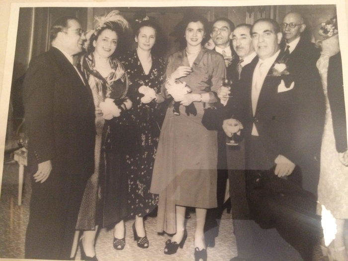 Το ζεύγος Κυδωνιέως (πρώτο από αριστερά) σε κοινωνική εκδήλωση