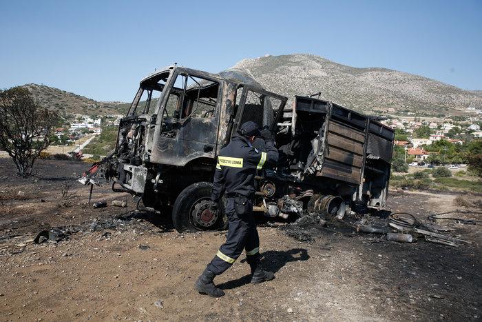 Σε ύφεση η φωτιά στο Λαγονήσι - Κάηκε ολοσχερώς ένα σπίτι - εικόνα 10