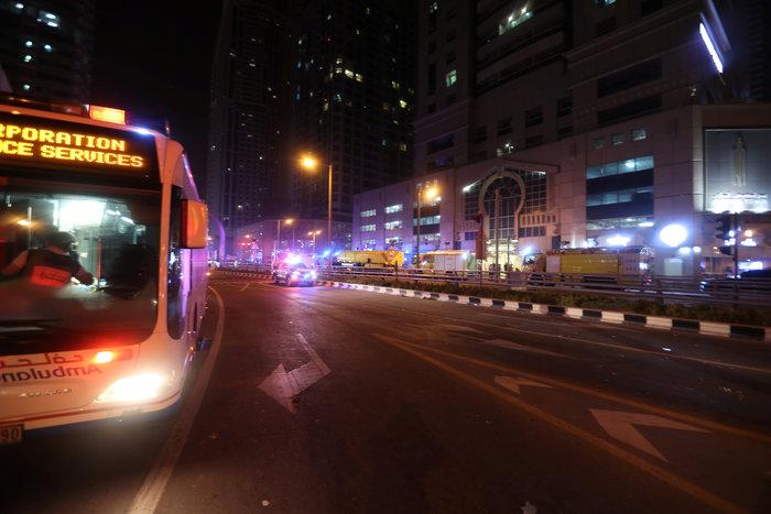 Tυλίχτηκε στις φλόγες ουρανοξύστης στο Ντουμπάι