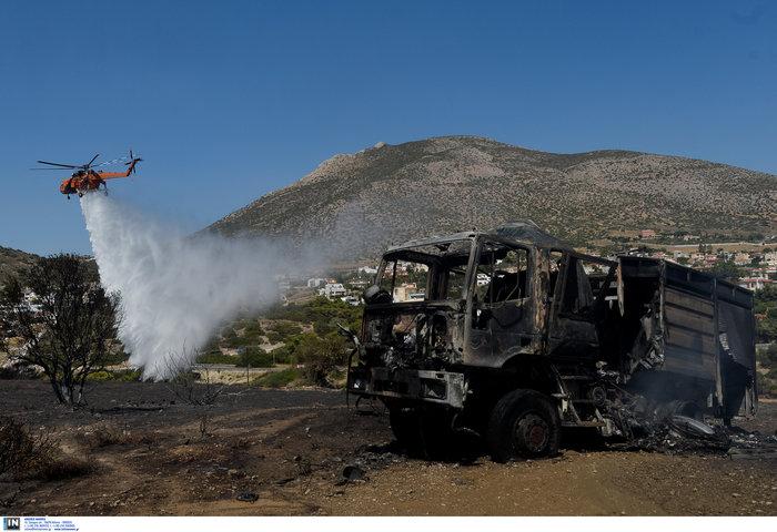 Συνεχείς αναζωπυρώσεις στα Κύθηρα - Μάχη δίνουν οι πυροσβέστες - εικόνα 5