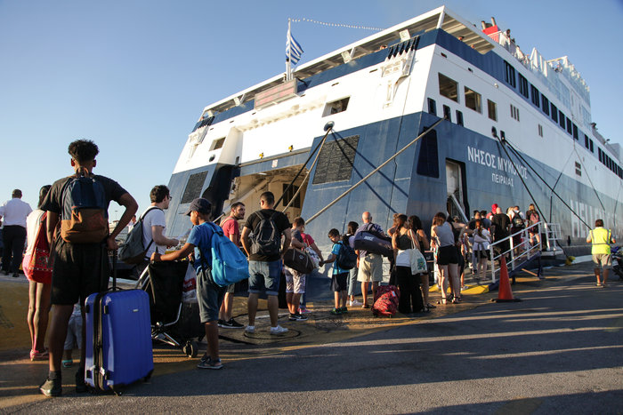 Κυκλοφοριακό κομφούζιο στον Πειραιά, επιβάτες έχασαν τα πλοία
