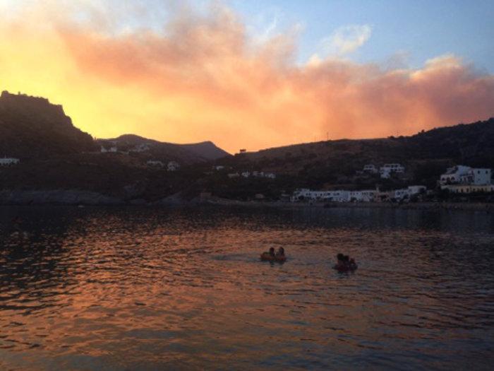 Ολονύκτια μάχη με τις φλόγες στα Κύθηρα, εκκενώθηκε οικισμός - εικόνα 2
