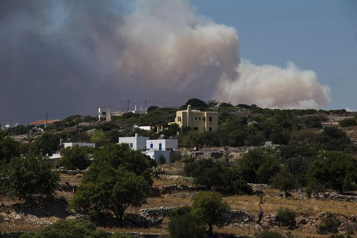 Συνεχείς αναζωπυρώσεις στα Κύθηρα - Μάχη δίνουν οι πυροσβέστες