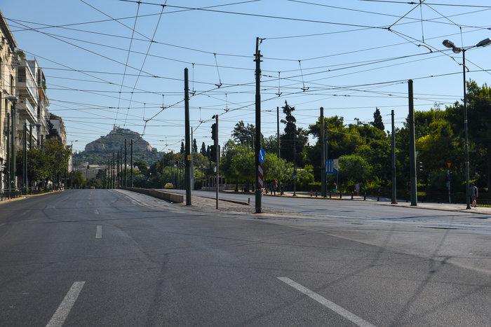 «Βόλτα» στην άδεια Αθήνα του Αυγούστου  [ΕΙΚΟΝΕΣ] - εικόνα 2