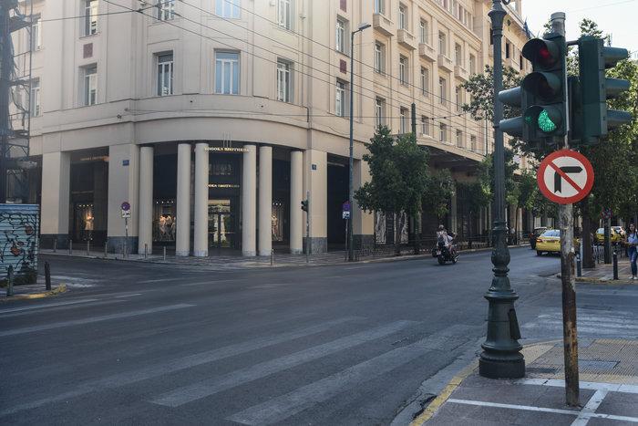 «Βόλτα» στην άδεια Αθήνα του Αυγούστου  [ΕΙΚΟΝΕΣ] - εικόνα 4