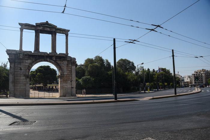 «Βόλτα» στην άδεια Αθήνα του Αυγούστου  [ΕΙΚΟΝΕΣ] - εικόνα 6
