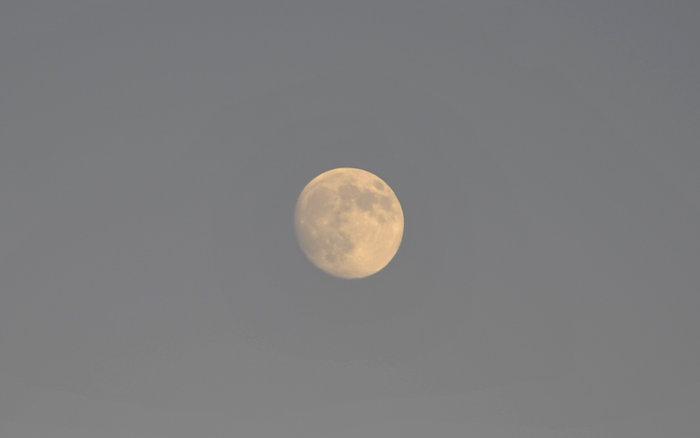 Εικόνες από την ξεχωριστή & εντυπωσιακή πανσέληνο με μερική έκλειψη σελήνης - εικόνα 3