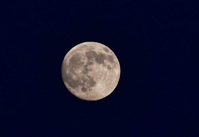 Εικόνες από την ξεχωριστή & εντυπωσιακή πανσέληνο με μερική έκλειψη σελήνης - εικόνα 7