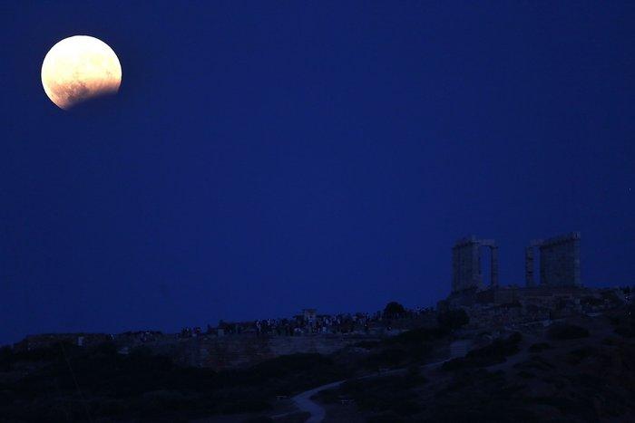 Εικόνες από την ξεχωριστή & εντυπωσιακή πανσέληνο με μερική έκλειψη σελήνης - εικόνα 12