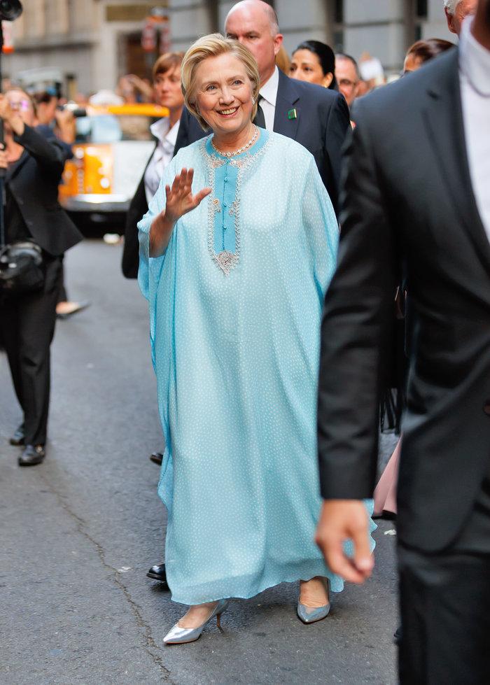 Γιατί άστραψαν τα φλας όταν εμφανίστηκε η Χίλαρι Κλίντον
