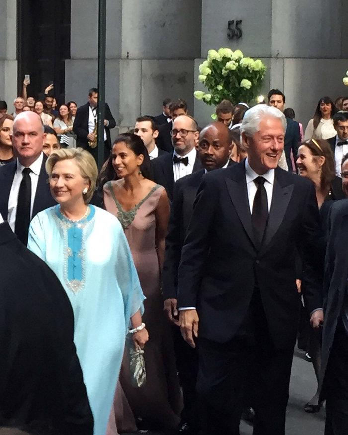 Γιατί άστραψαν τα φλας όταν εμφανίστηκε η Χίλαρι Κλίντον - εικόνα 2