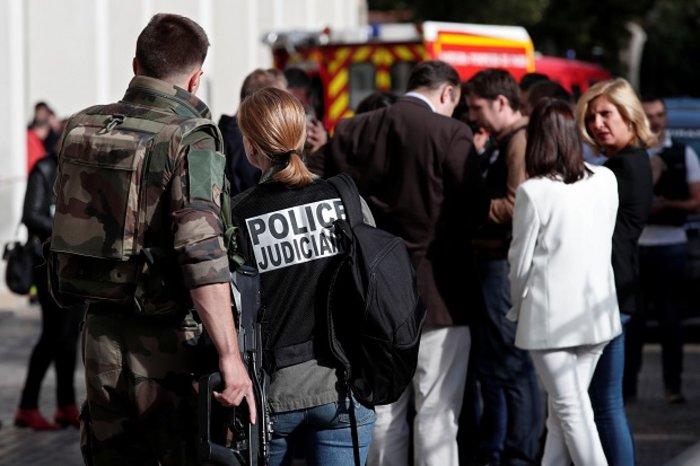 Όχημα έπεσε πάνω σε γάλλους στρατιώτες στο Παρίσι, έξι τραυματίες (ΒΙΝΤΕΟ) - εικόνα 4