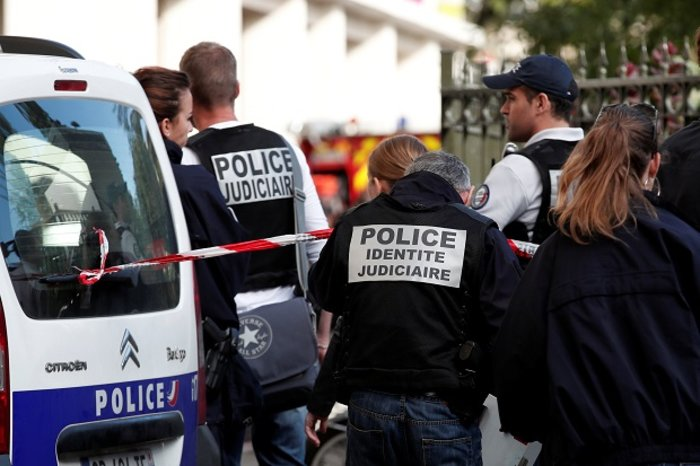 Όχημα έπεσε πάνω σε γάλλους στρατιώτες στο Παρίσι, έξι τραυματίες (ΒΙΝΤΕΟ)