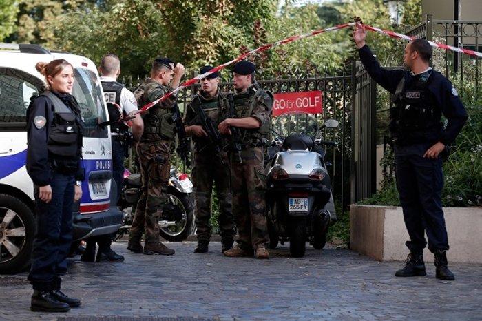 Όχημα έπεσε πάνω σε γάλλους στρατιώτες στο Παρίσι, έξι τραυματίες (ΒΙΝΤΕΟ) - εικόνα 2