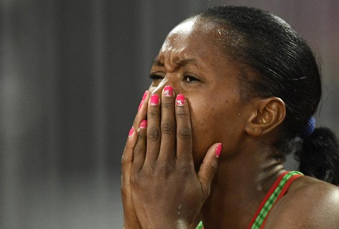 Χρυσό και ροζ μανόν για τη νικήτρια των 1500 Chepngetich Kipyegon