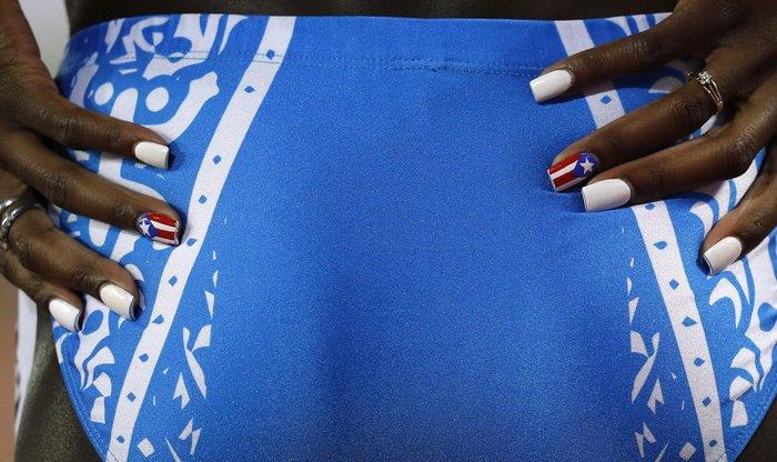 400 γυναικών τελικός, η Grace Claxton με τη σημαία του Puerto Rico στα νύχια