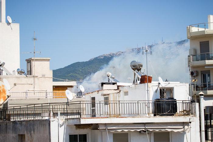 Υπό έλεγχο η φωτιά στην Καισαριάνη κοντά στο Σκοπευτήριο