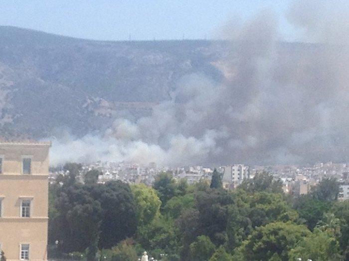 Υπό έλεγχο η φωτιά στην Καισαριάνη κοντά στο Σκοπευτήριο - εικόνα 4