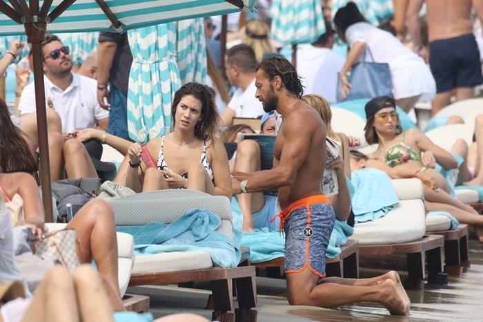 Ποιο ζευγάρι της ελληνικής showbiz ανταλλάζει καυτά φιλιά στη Μύκονο; - εικόνα 2