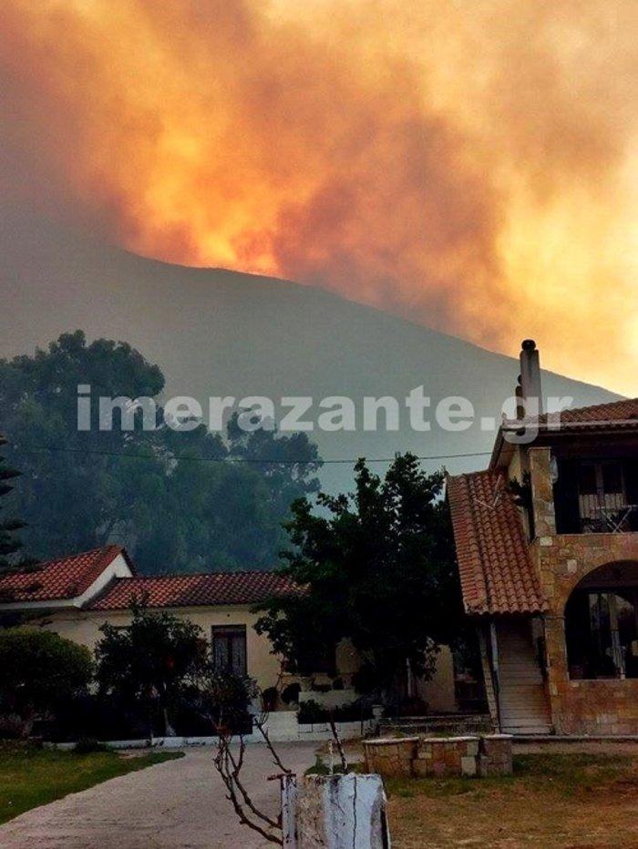 Εξακολουθεί να μαίνεται η μεγάλη φωτιά στη Ζάκυνθο