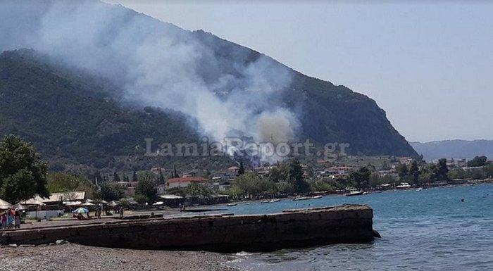 Υπό έλεγχο τέθηκε η φωτιά στα Καμένα Βούρλα πάνω από την Εθνική (ΦΩΤΟ)