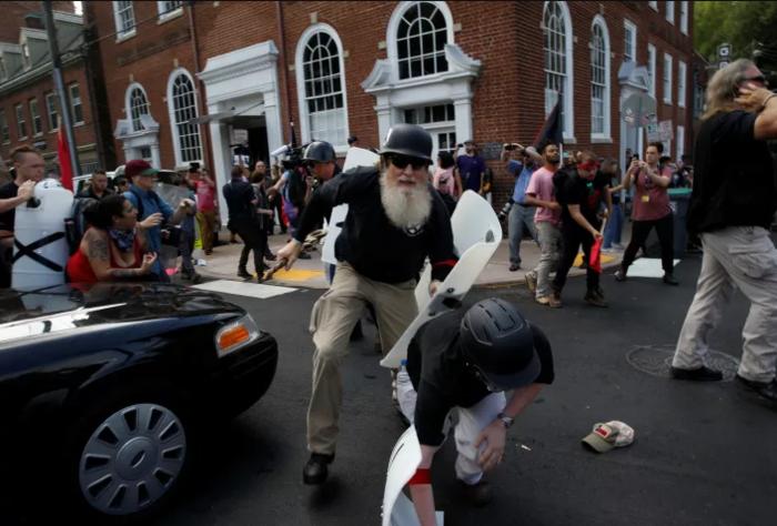Συναγερμός στις ΗΠΑ μετά τις συγκρούσεις στην Βιρτζίνια