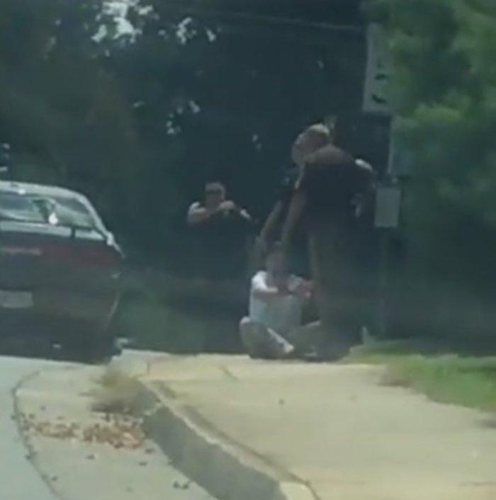 Νέο βίντεο από τη δολοφονική επίθεση με ΙΧ στη Βιρτζίνια (ΣΚΛΗΡΕΣ ΕΙΚΟΝΕΣ)
