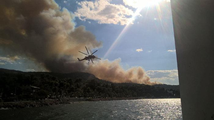 Εκτός ελέγχου η φωτιά σε Κάλαμο - Βαρνάβα: Απειλούνται σπίτια - εικόνα 18