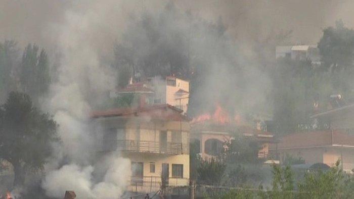 Εκτός ελέγχου η φωτιά σε Κάλαμο - Βαρνάβα: Απειλούνται σπίτια - εικόνα 14