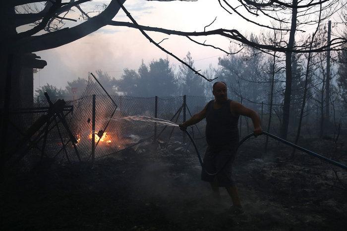 Εκτός ελέγχου η φωτιά σε Κάλαμο - Βαρνάβα: Απειλούνται σπίτια - εικόνα 8