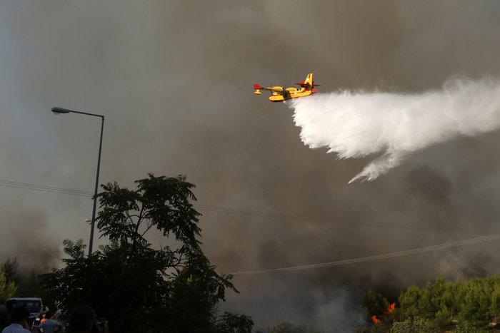 Εκτός ελέγχου η φωτιά σε Κάλαμο - Βαρνάβα: Απειλούνται σπίτια - εικόνα 12