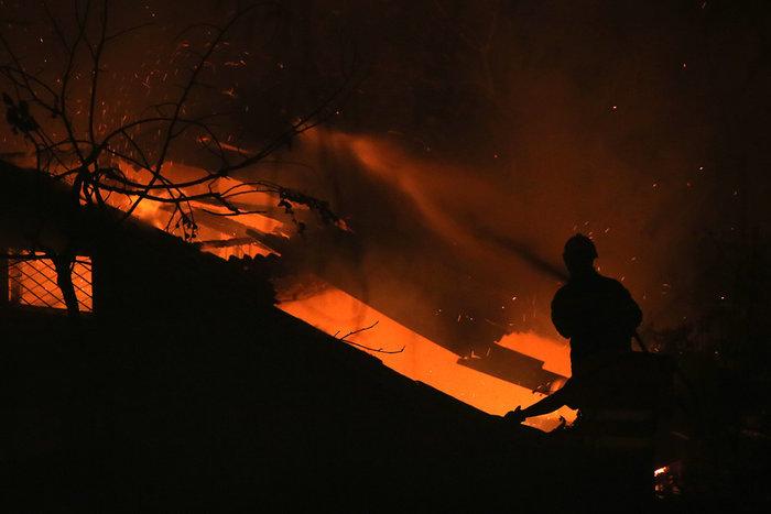 Εκτός ελέγχου η φωτιά σε Κάλαμο - Βαρνάβα: Απειλούνται σπίτια - εικόνα 6