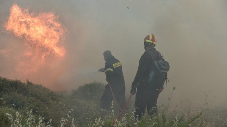 Μάχη με φλόγες και αναζωπυρώσεις από Βαρνάβα μέχρι Καπανδρίτι