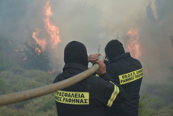 Μάχη με φλόγες και αναζωπυρώσεις από Βαρνάβα μέχρι Καπανδρίτι - εικόνα 2