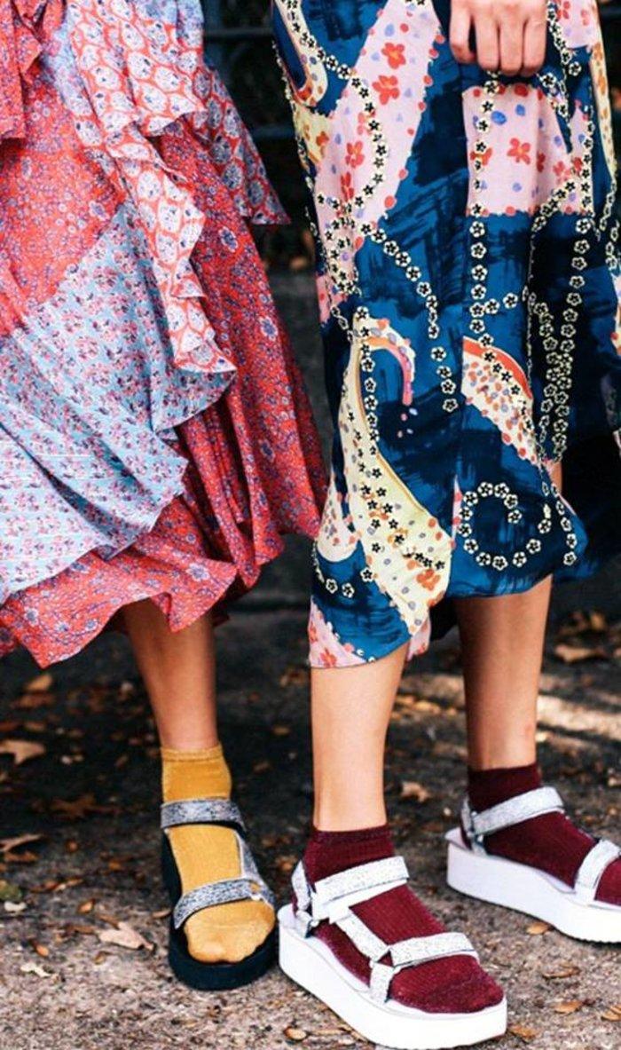 Κι όμως, το... πέδιλο-κάλτσα είναι το στιλ που αποθεώνουν τα fashion blogs