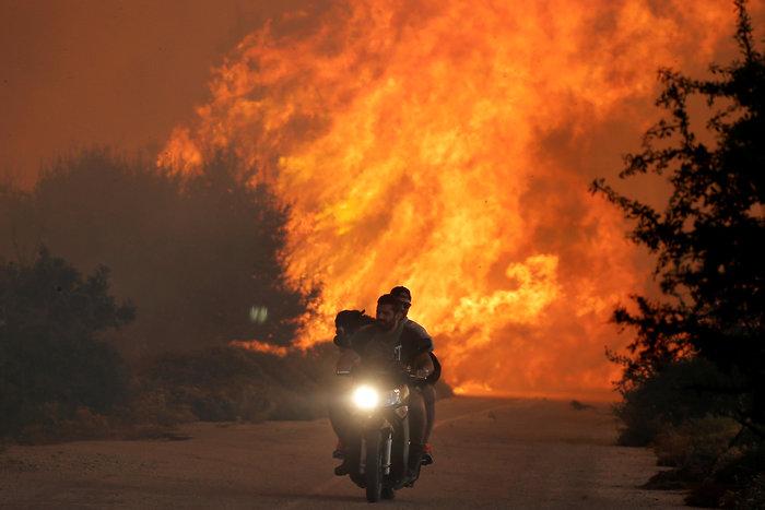 Αυτή είναι ίσως η πιο συγκλονιστική εικόνα από τη φωτιά στον Κάλαμο - εικόνα 2