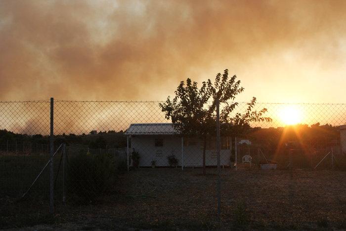 Αναζωπυρώσεις στο Καπανδρίτι, τρεις ημέρες μάχη με τις φλόγες - εικόνα 2