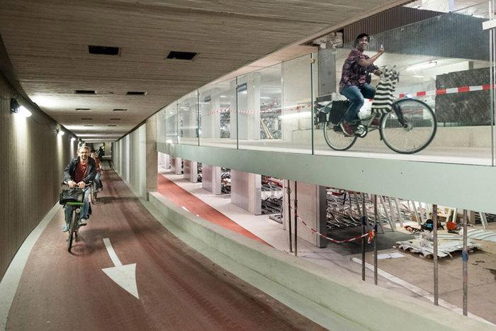 Άνοιξε στην Ολλανδία το μεγαλύτερο πάρκινγκ ποδηλάτων στον κόσμο - εικόνα 5