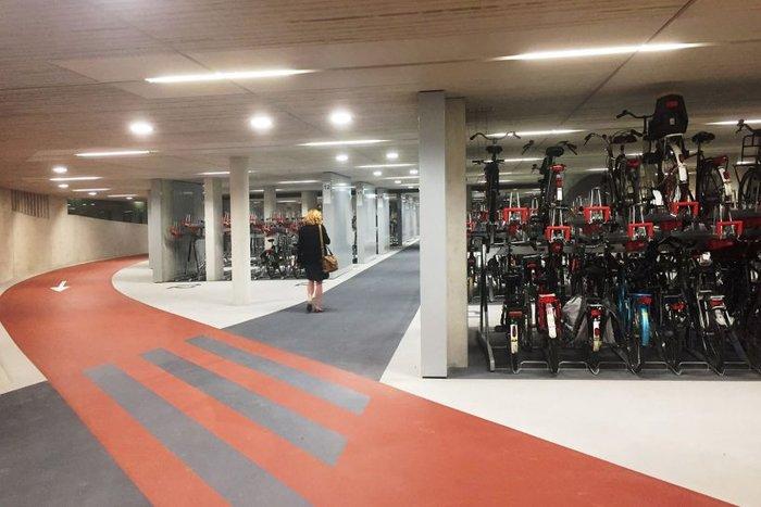 Άνοιξε στην Ολλανδία το μεγαλύτερο πάρκινγκ ποδηλάτων στον κόσμο - εικόνα 2