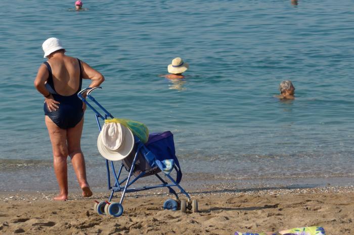 Δεκαπενταύγουστος στην άδεια Αθήνα και στην έρημη παραλιακή - εικόνα 5