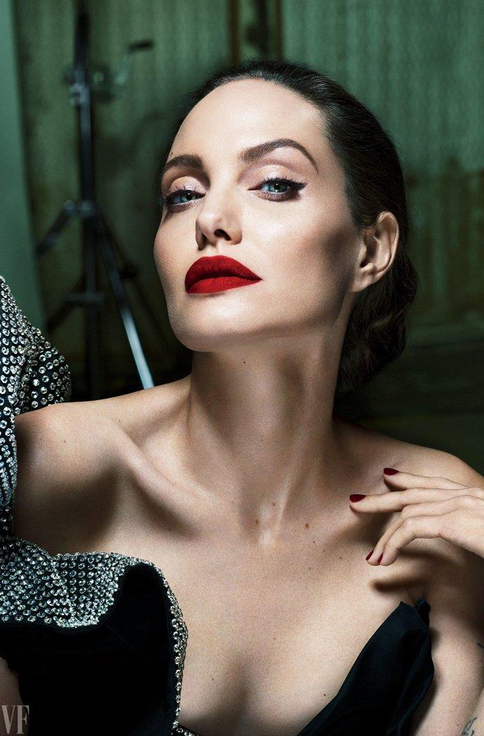 H Αντζελίνα Τζολί εκθαμβωτική στα 42 της για το Vanity Fair - εικόνα 2