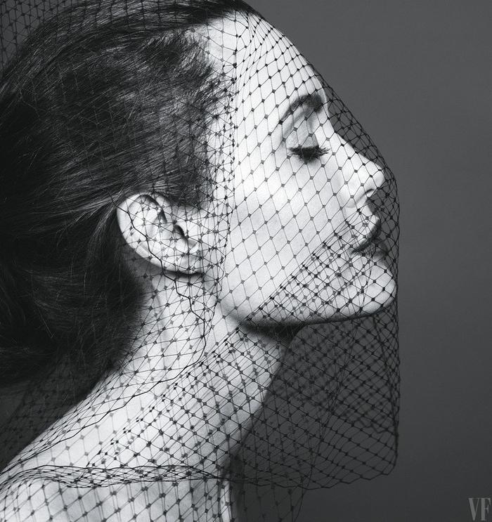 H Αντζελίνα Τζολί εκθαμβωτική στα 42 της για το Vanity Fair - εικόνα 3