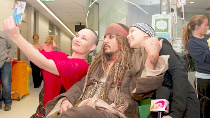 Τζόνι Ντεπ: ένας πειρατής που εμψυχώνει άρρωστα παιδιά