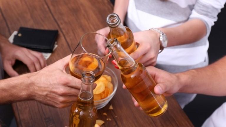 katanalwste-afoba-ligo-alkool-kanei-kalo-stin-ugeia