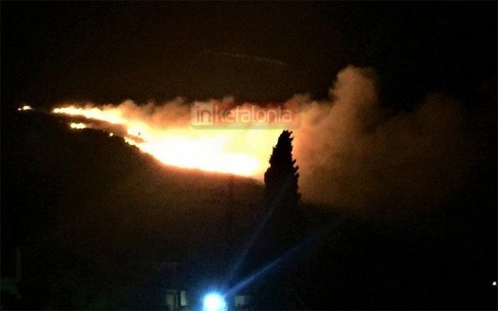 Μεγάλη πυρκαγιά σε δασική έκταση στα Σωματάτα Κεφαλονιάς -φωτό & βίντεο - εικόνα 2