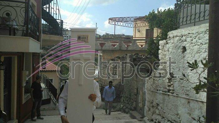 Σπαραγμός στην κηδεία της 37χρονης στην Κρήτη, κατέρρευσε ο πατερας της - εικόνα 2