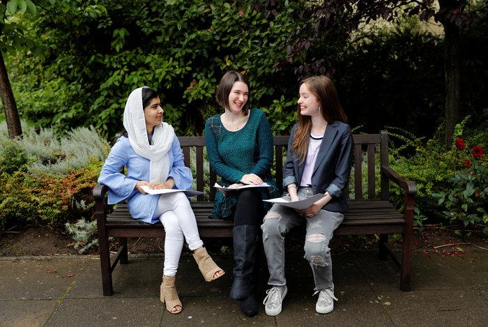 Η Μαλάλα Γιουσαφζάι μόλις αποφοίτησε από το Λύκειο... με άριστα