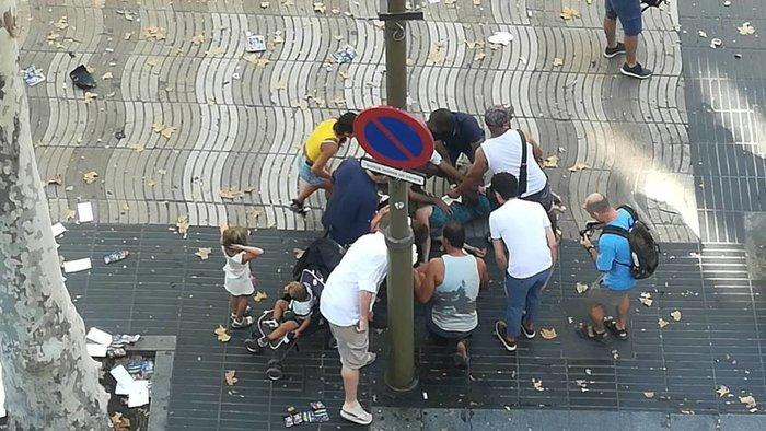 Βαρκελώνη: Τρομοκρατική επίθεση με 13 νεκρούς & 80 τραυματίες - εικόνα 3